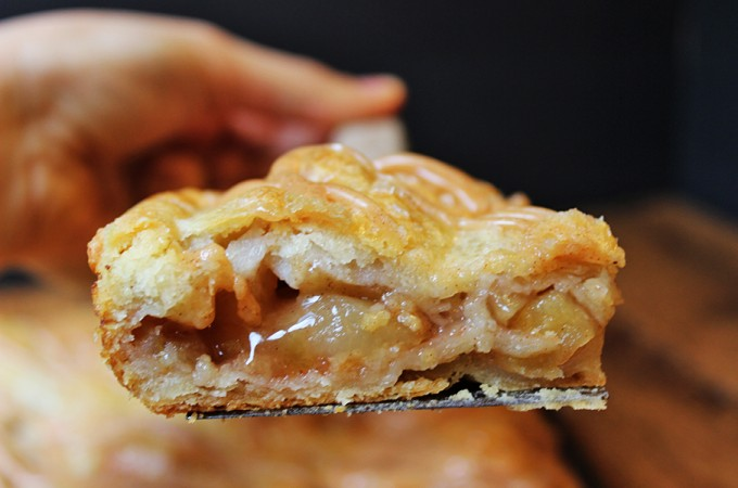 Apple Slab Pie with Spiced Glaze