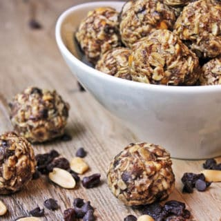 No bake energy bites that taste like a cross between your three favorite cookies: Chocolate Chip, Peanut Butter and Oatmeal Raisin. The addition of flax meal kick up the flavor and the good-for-you-factor!