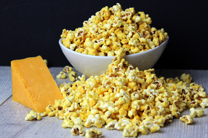 5 Minute Microwave Cheddar Cheese Popcorn (Perfect for Movie Nights!)