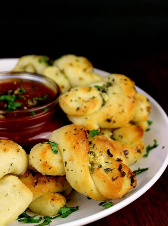 how to make garlic knots at home