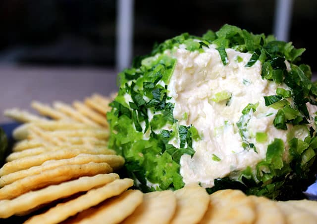 Get ready for the holidays with this Jalapeno Popper Cheese Ball! 5 minutes of prep are all you need to make this awesome party appetizer!