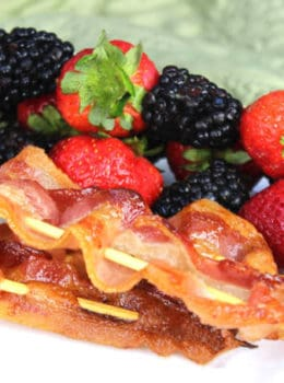 Bacon & Fruit Brunch Kabobs (The easiest no-recipe tricks!)