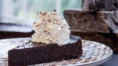 Flourless Chocolate Cake (4 ingredients!)