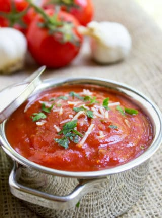 Marinara sauce that's easy to make at home