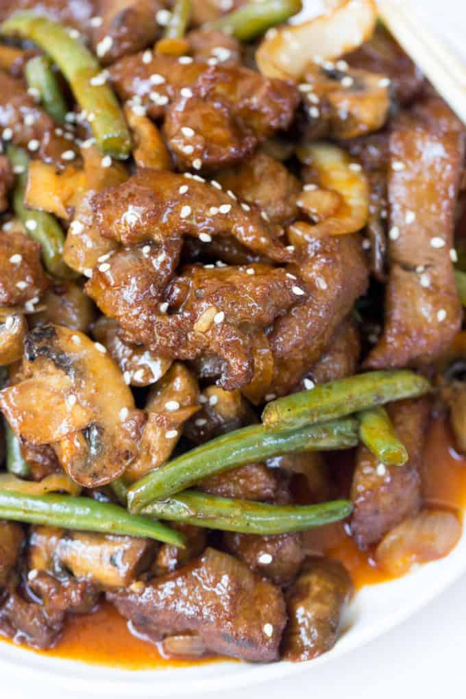 Panda Express Shanghai Angus Steak is a quick stir fry dish made with thinly sliced steak, mushrooms, onions and green beans in a savory sesame sweet soy sauce.