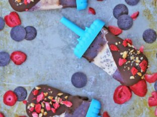Banana Split Popsicles made with sorbets, chocolate shell and crushed peanuts. A healthy dairy-free take on the classic ice cream shoppe dessert!