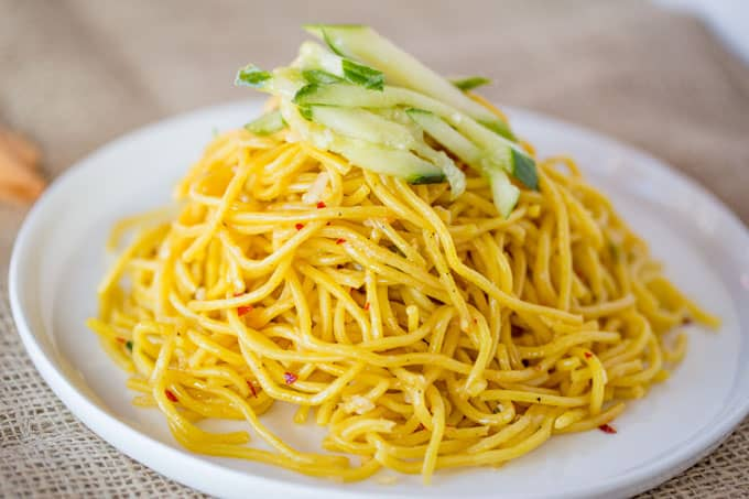 Chang's Garlic Noodles are a quick and easy Chinese noodle dish ...