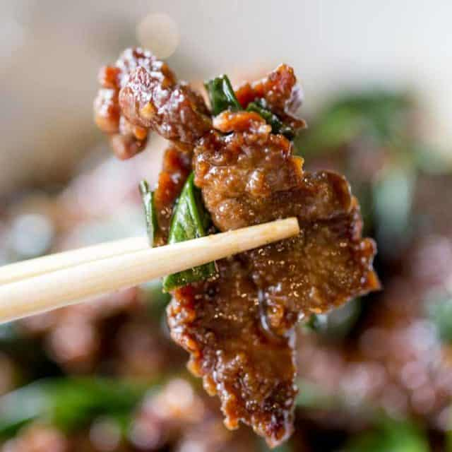Mongolian Beef that's easy to make in just 30 minutes, crispy, sweet and full of garlic and ginger flavors you love from your favorite Chinese restaurant.