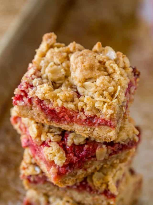 Fresh Strawberry Crumb Bars that are easy to make with just a handful of ingredients and they taste just like Nutrigrain Bars!