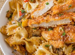 WE LOVE THIS Copycat Cheesecake Factory Louisiana Chicken Pasta!