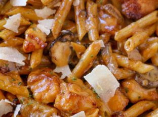 Cheesecake Factory Pasta Da Vinciwith chicken and mushrooms in a creamy madeira wine sauce with Parmesan cheese. A perfect copycat of one of the most popular pastas on the menu!