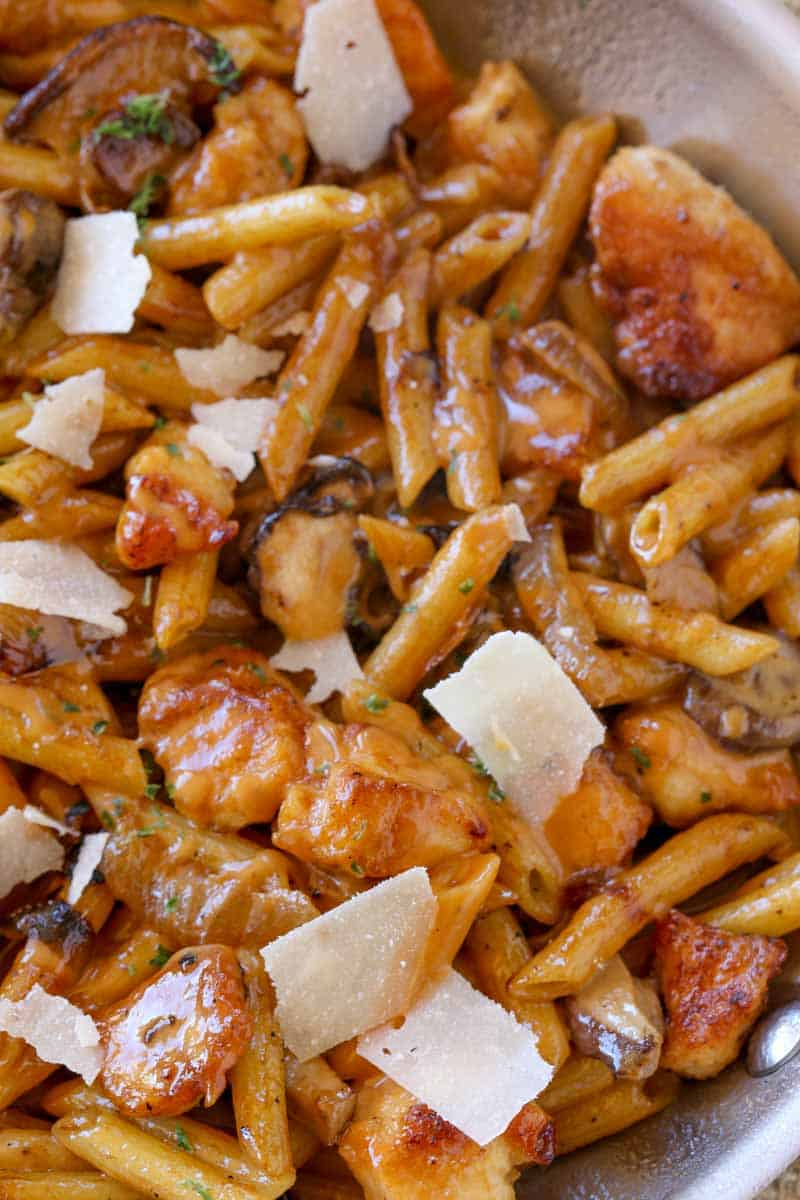 Cheesecake Factory Pasta Da Vinci with chicken and mushrooms in a creamy madeira wine sauce with Parmesan cheese. A perfect copycat of one of the most popular pastas on the menu!