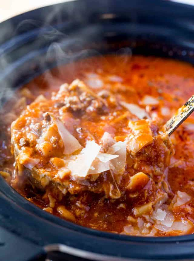 Slow Cooker Lasagna Soup with all the classic flavors of lasagna with all the warming flavors of soup. Just set it and forget it, serve with garlic bread!