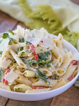 Cheesy Florentine Pasta in bowl