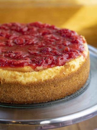 New York Cheesecake Topped with Strawberries