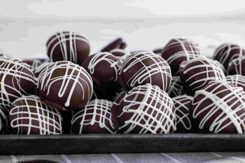 Oreo Balls (Oreo Truffles) on serving tray