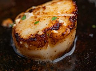 Pan Seared Scallop with Garlic and Butter