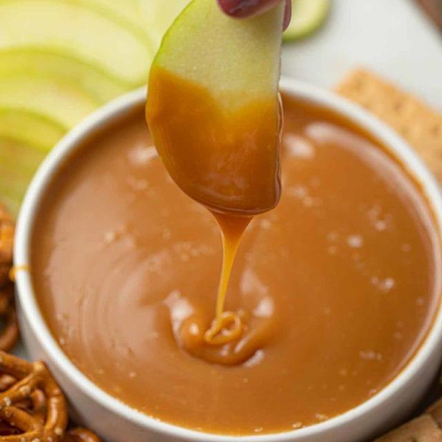 Apple Dipped in Caramel Fondue