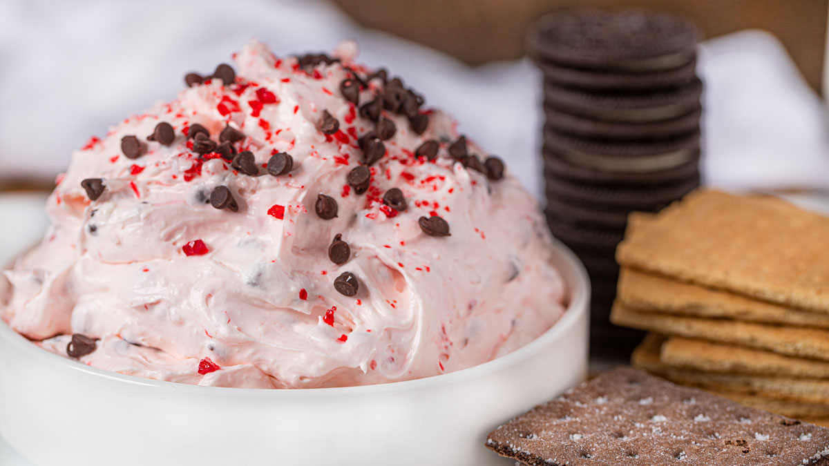 Peppermint Bark Dip and cookies