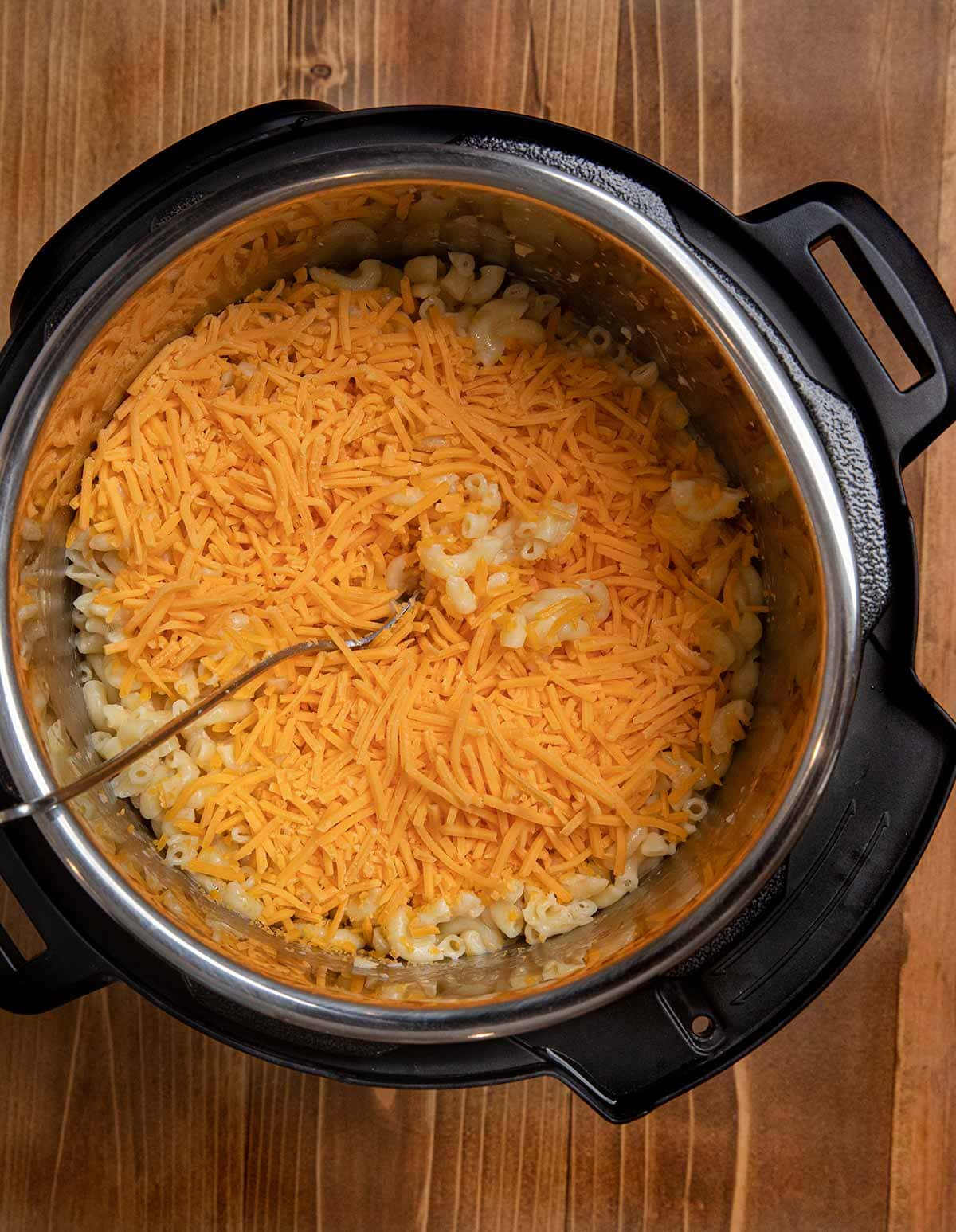 Instant Pot Macaroni and Cheese in pressure cooker