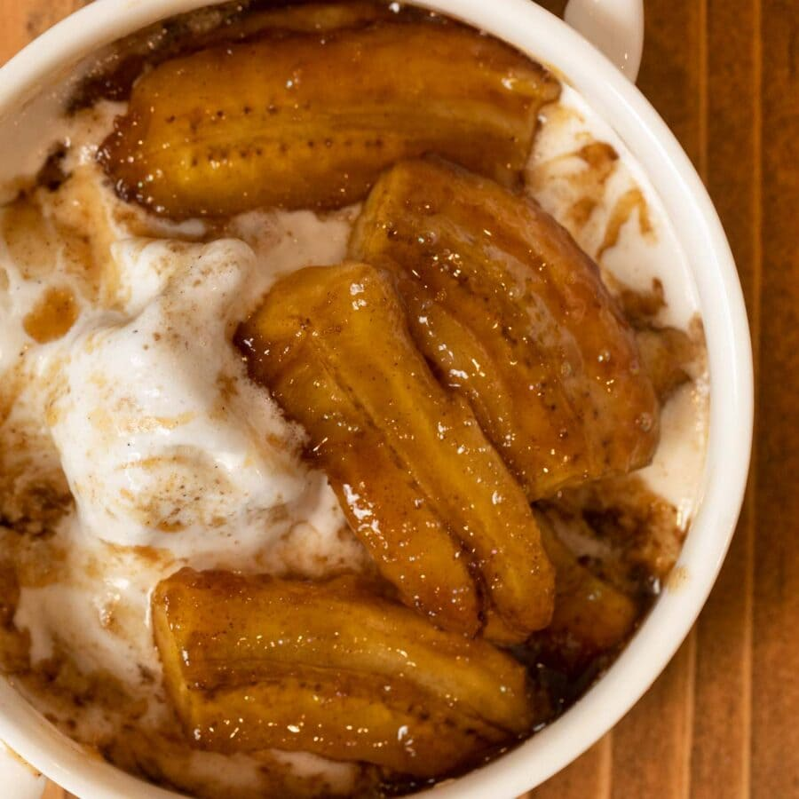 Cropped photo of bananas foster in bowl