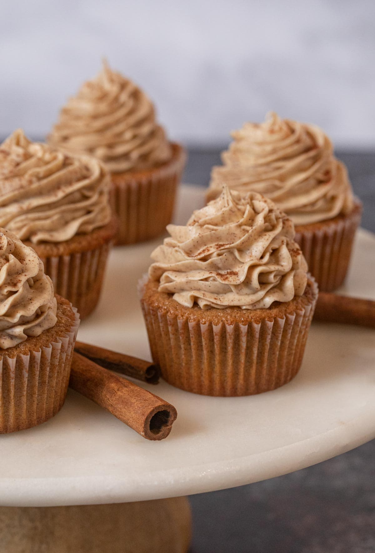 Snickerdoodle Cupcakes on cake stand