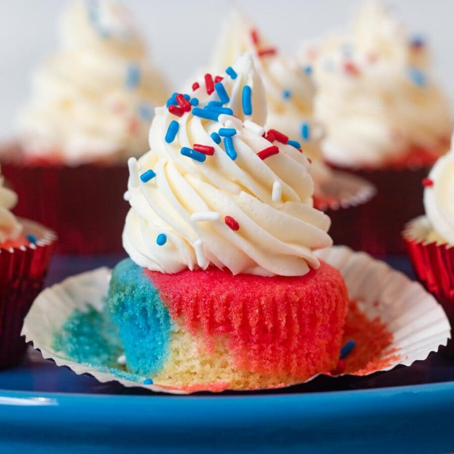 4th of July Cupcakes on cake stand