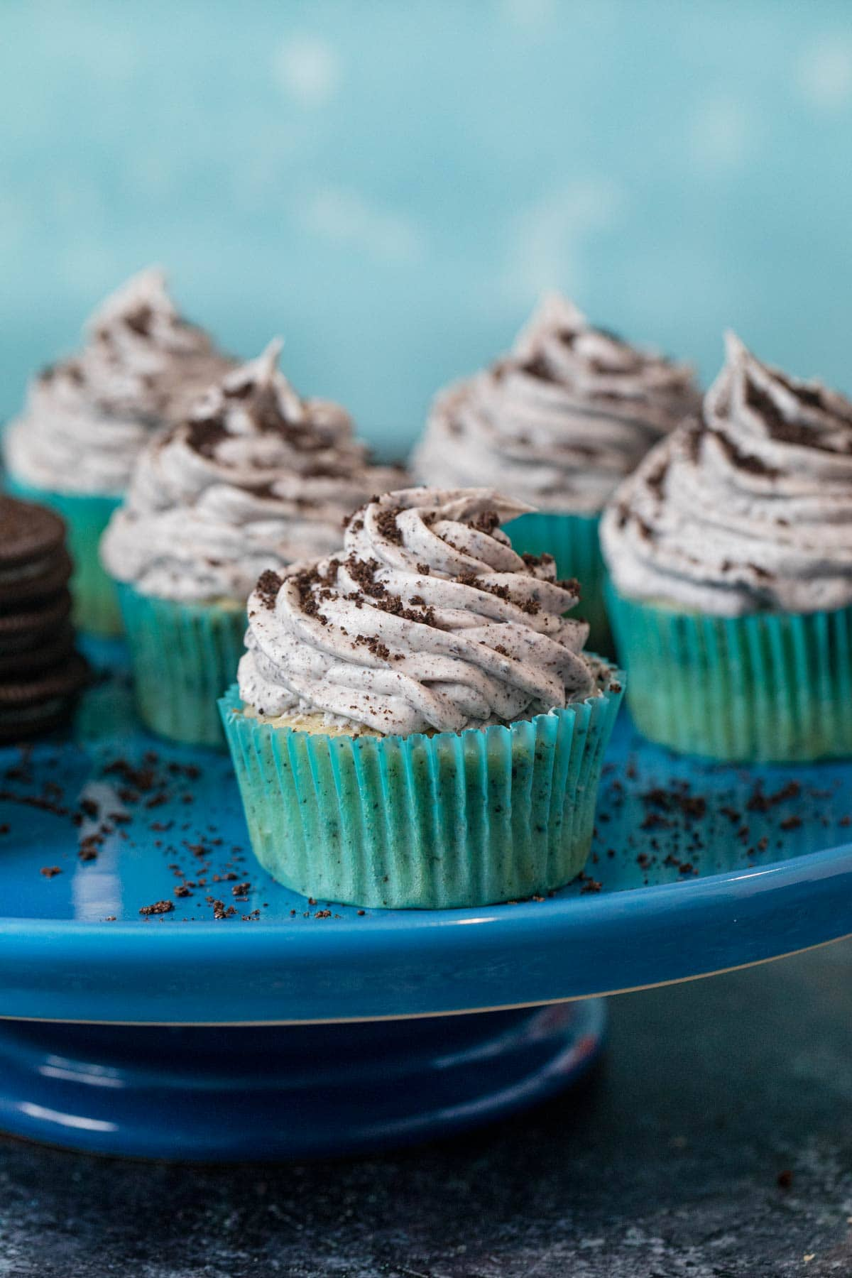 Cookies and Cream Cupcakes on cake stand